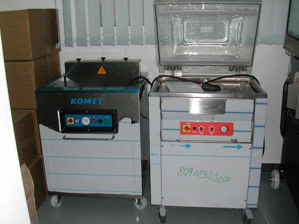 Tray and vacuum packing machines